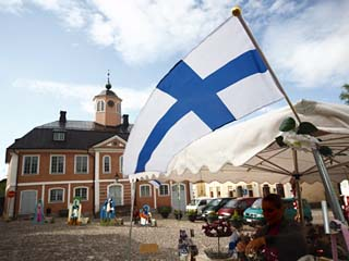Finnish Flag and Medieval Town Hall, Old Town Square, Porvoo, Uusimaa, Finland, Scandinavia, Europe
