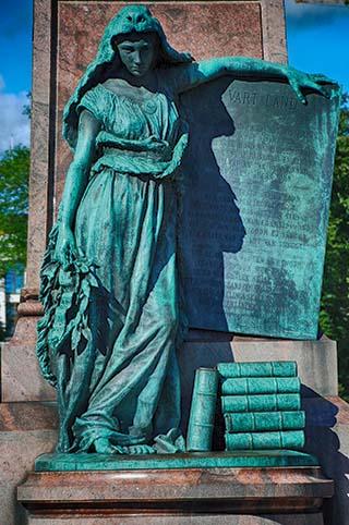 helsinki statue