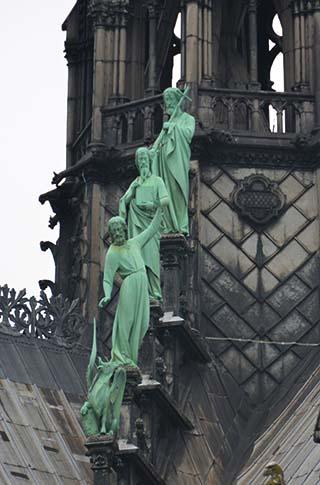 notre dame statues