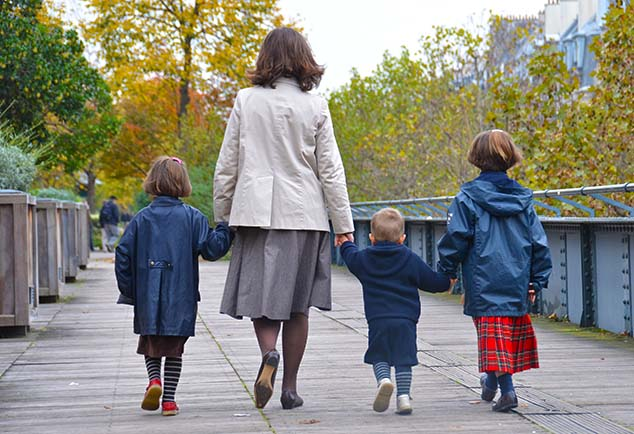 family walk paris