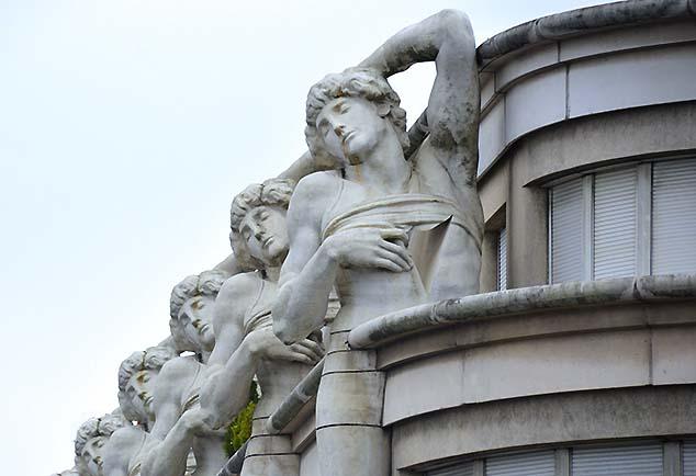 statues in paris