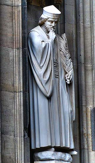 statue in colonge cathedral
