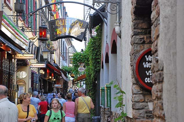narrow street rudesheim germany