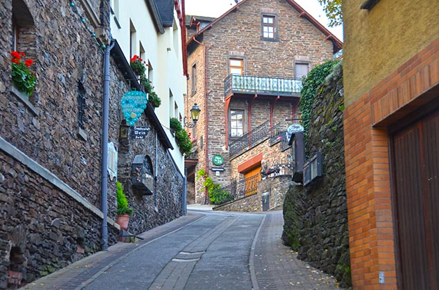 hilly street cochem germany