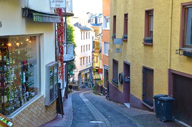 hilly street cochem