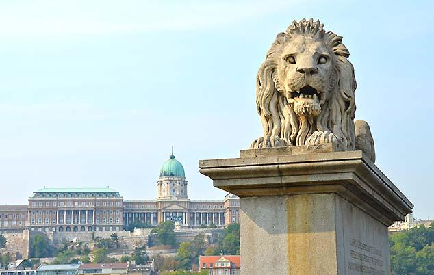 bridge lion budapest