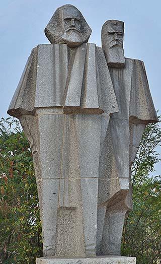 marx statue memento park