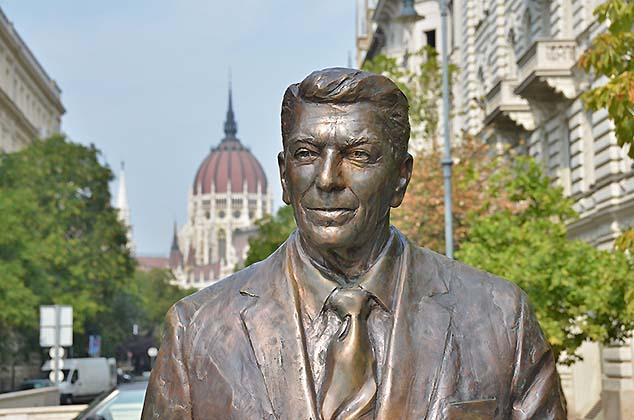 reagan statue budapest