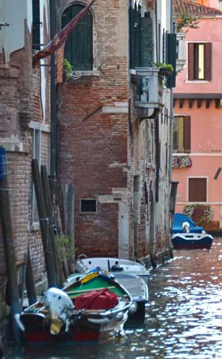 vecice canal boats