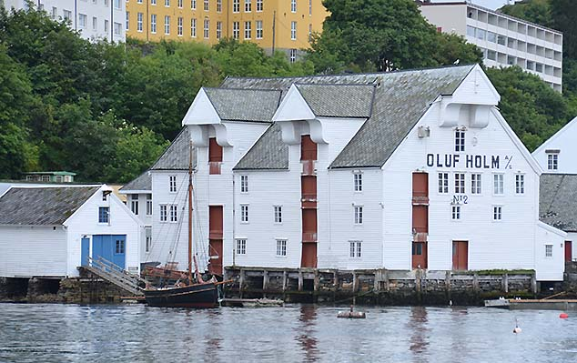 harbor buildings in alesund
