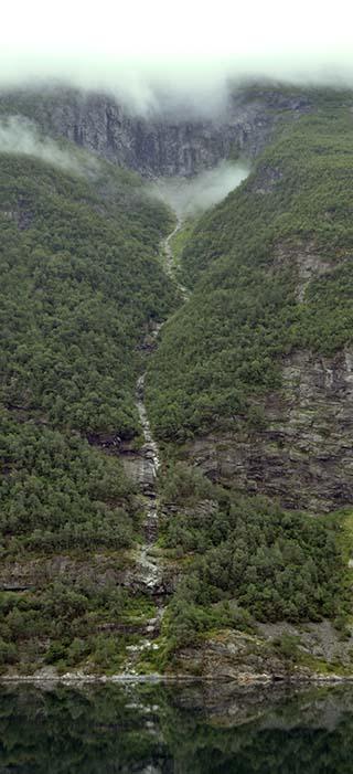 waterfall geiranger fjord