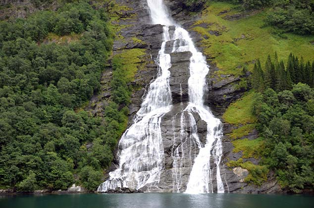 the suitor waterfall geiranger norway