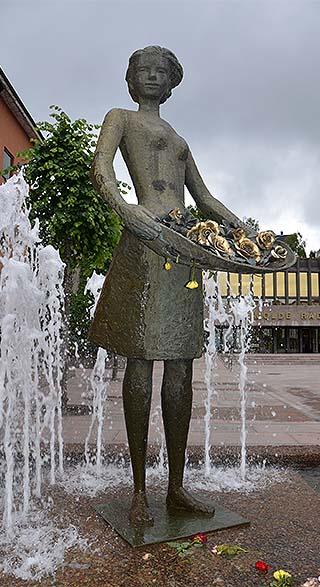 rose statue molde norway