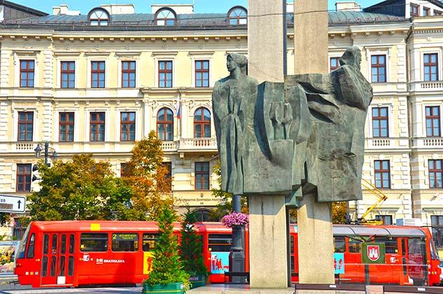 statue bratislava