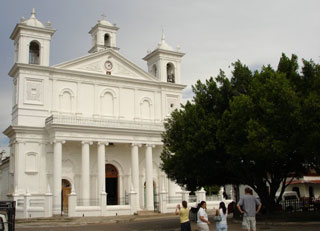 Iglesia Suchitoto