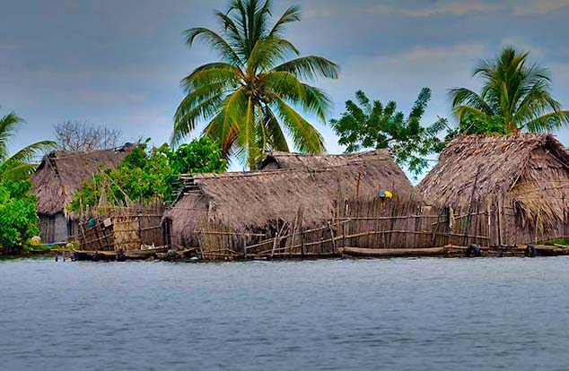 grass huts san blas islands