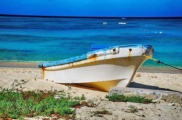small boat grand turk