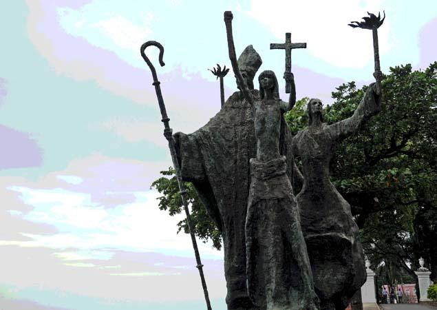 statue in San Juan