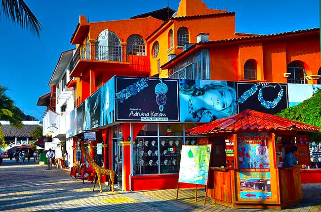 local colors huatulco mexico