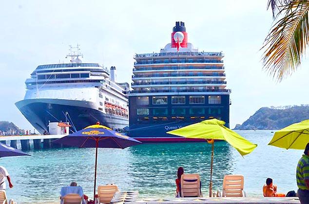 cruise ships huatulco mexico