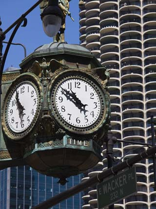 Old Clock, 33 East Wacker Drive, Formerly known as the Jewelery Building, Chicago, Illinois, USA