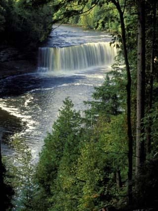 Tahquamenon Falls, Tahquamenon Falls State Park, Michigan, USA