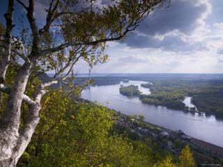 Buena Vista Park Lookout, Mississippi River, Alma, Wisconsin, USA
